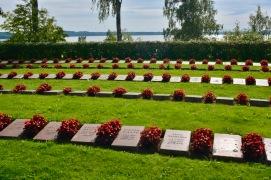 Одно из кладбищ финских солдат, погибших в Карелии (!). То есть, насколько я понял, их тела привезли назад на родину для захоронения.
